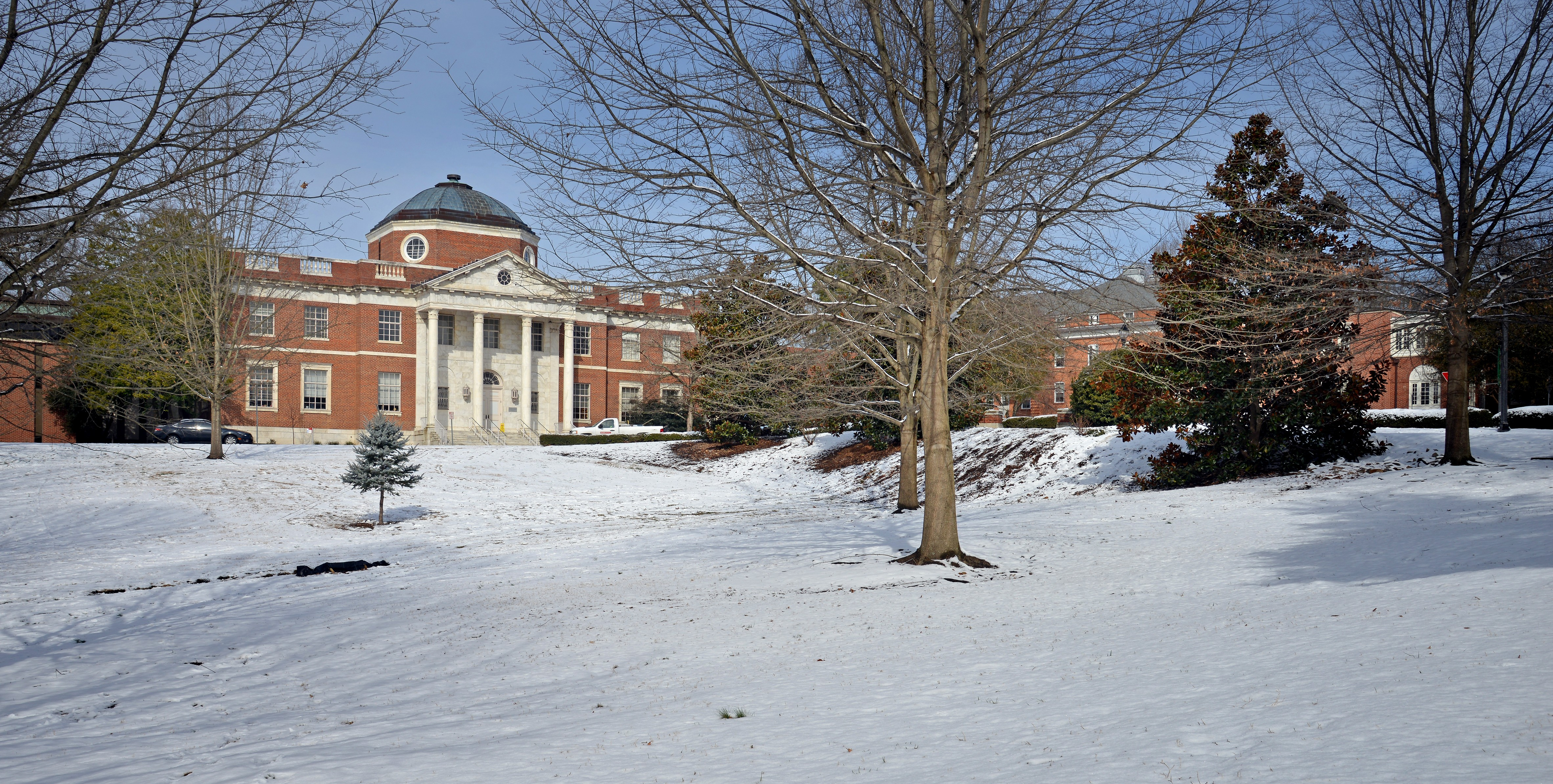Snow in front of Brooks Hall.